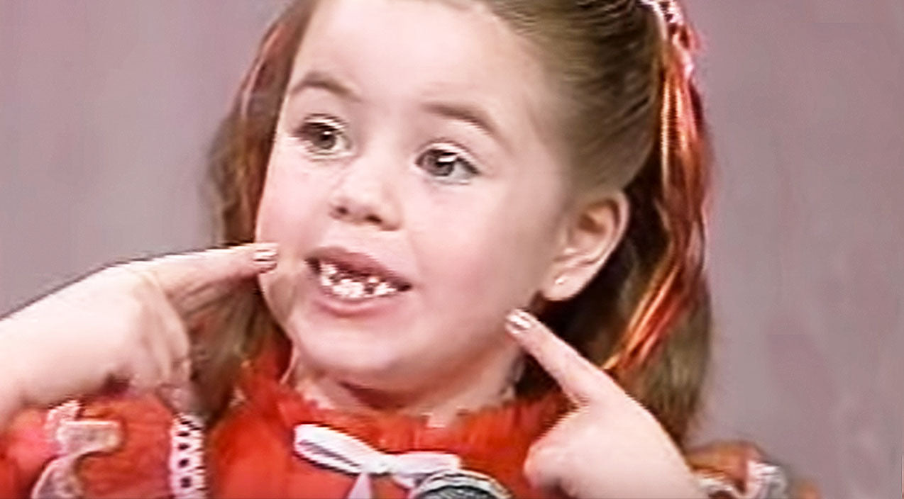 Viral content Songs | Toothless Girl Adorably Tells Santa She Needs Her Two Front Teeth For Christmas | Country Music Videos