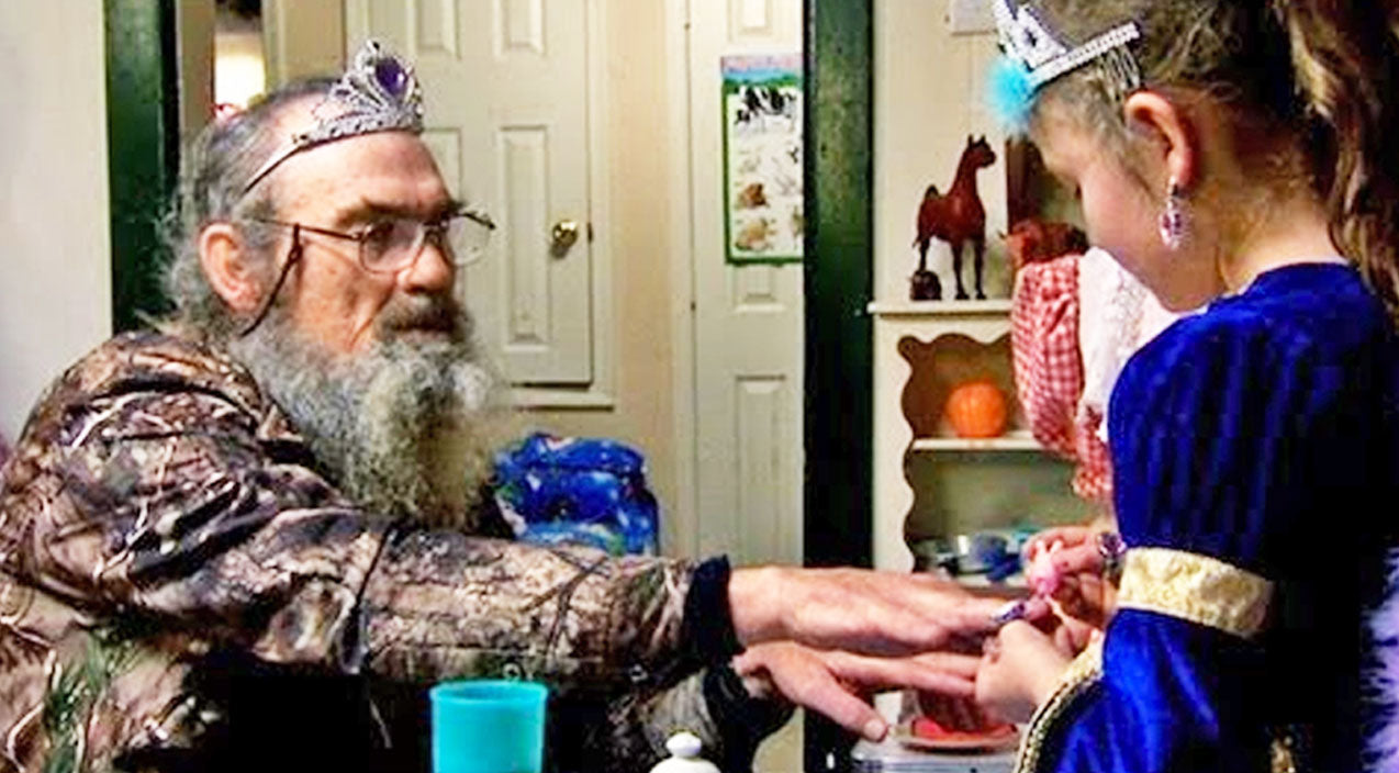 Si robertson Songs | You'll Never Believe What Happens At Uncle Si's Tea Party! | Country Music Videos
