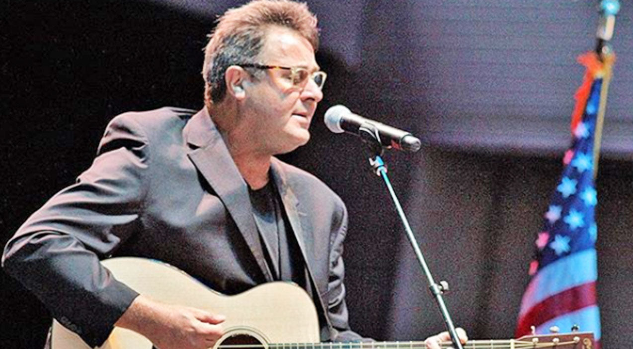 Vince gill Songs | Vince Gill Pays His Respects To Vegas Shooting Victims With Somber 'Amazing Grace' Performance | Country Music Videos