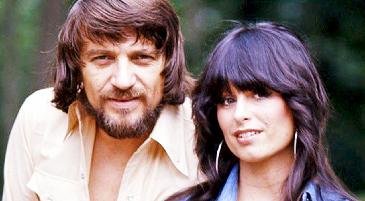 Waylon jennings Songs | Waylon Jennings' Widow Jessi Colter To Release Tell-All Book About Their Marriage | Country Music Videos