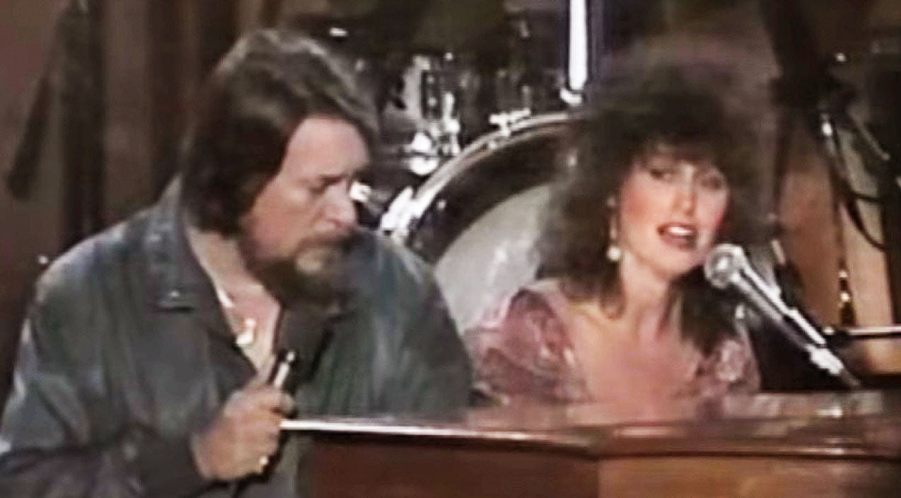 Waylon jennings Songs | Waylon Jennings & Jessi Colter Sing 'Silent Night' In Heartwarming Christmas Duet | Country Music Videos