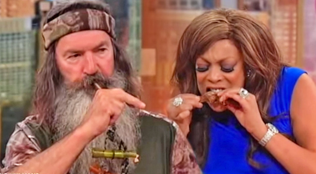 Wendy Williams Eats Squirrel During Funny Interview With The Robertsons | Country Music Videos