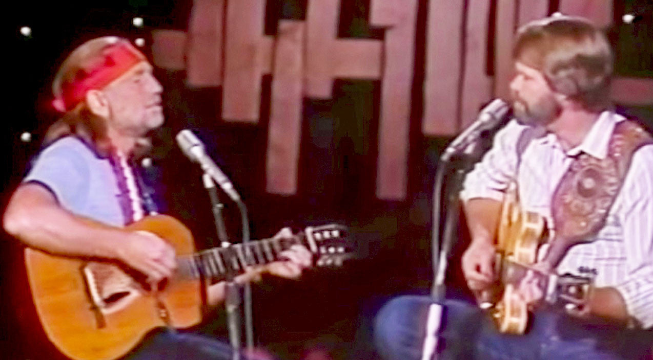 Willie nelson Songs | Willie Nelson & Glen Campbell Revive Classic 'Mammas' Duet For Crowd-Pleasing Performance | Country Music Videos