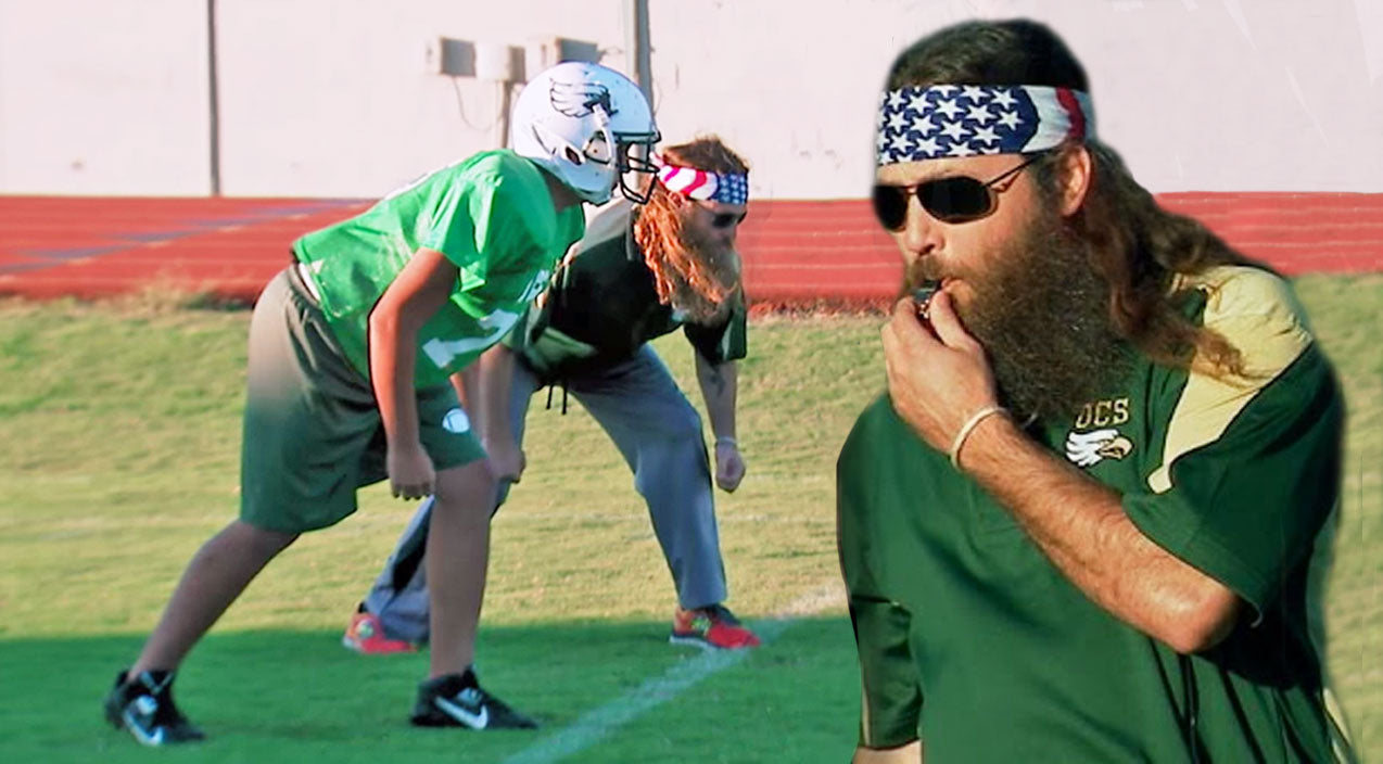 Willie robertson Songs | Willie and Little Will Hilariously Battle It Out On The Football Field | Country Music Videos