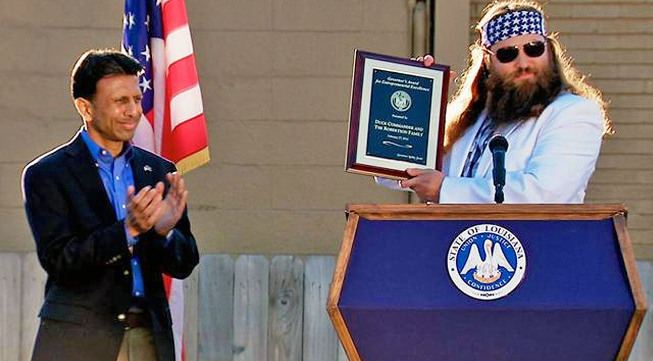 Willie robertson Songs | Willie Robertson Receives Humbling Award From Presidential Hopeful Bobby Jindal | Country Music Videos