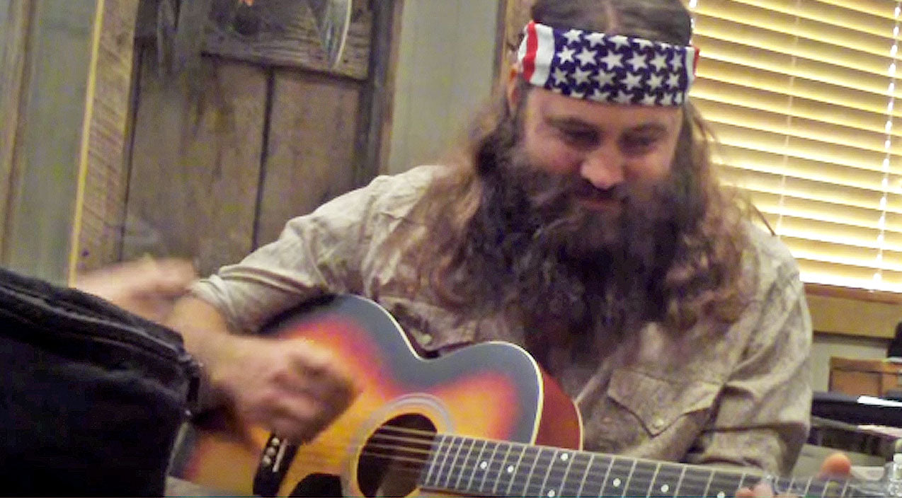 Willie robertson Songs | Willie Robertson Learns How To Play The Guitar, And He's A Pro! | Country Music Videos