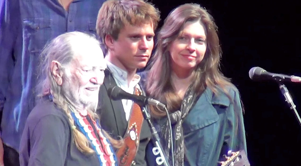Willie nelson Songs | Willie Nelson, With His Son & Daughter, Sing An Unbelievable Rendition Of Two Classic Gospel Songs | Country Music Videos