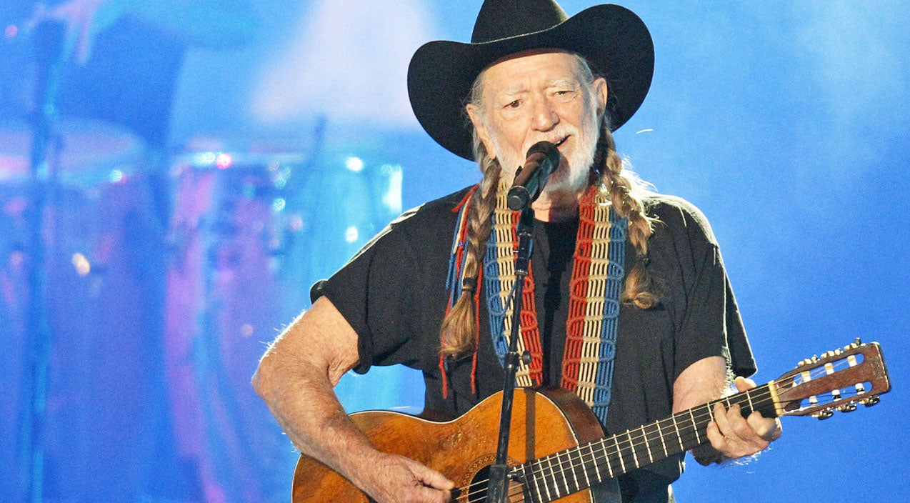 Willie nelson Songs | Willie Nelson Remembers John Lennon In Powerful Performance Of 'Imagine' | Country Music Videos