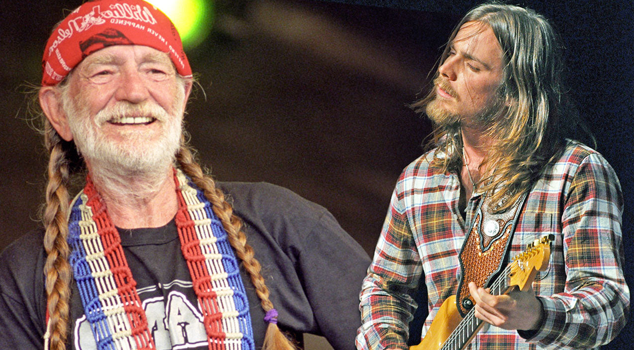 Willie nelson Songs | Willie Nelson & His Son, Lukas, Sing A Soulful Rendition Of