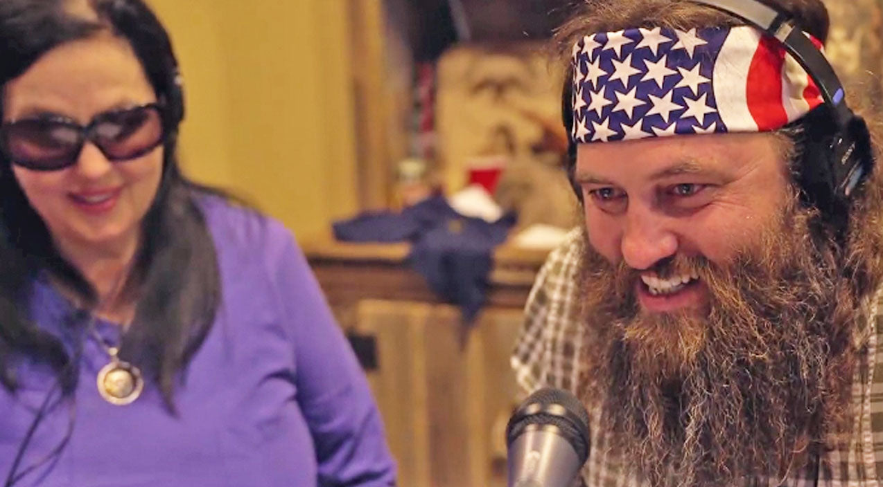 Willie robertson Songs | Willie Robertson Shocks Unsuspecting Restaurant-Goers With Hilarious Prank | Country Music Videos