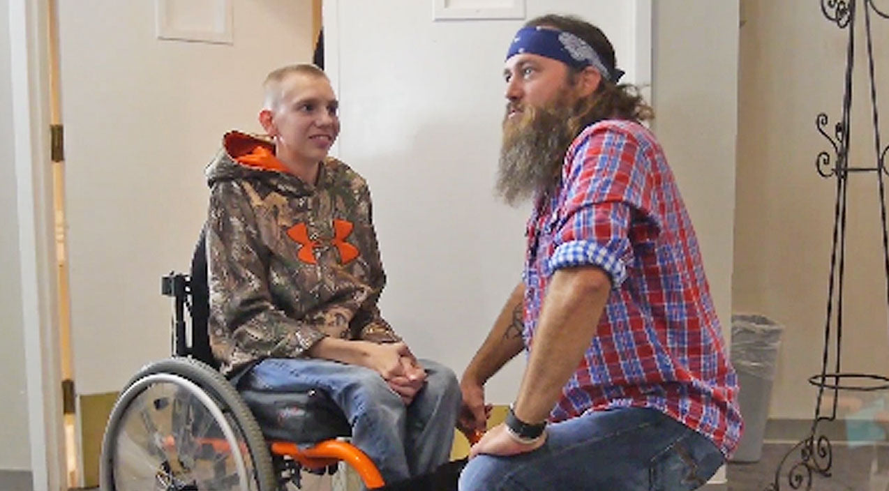 Willie robertson Songs | Willie Robertson Helps Make Young Fan With Rare Disease's Biggest Wish Come True | Country Music Videos