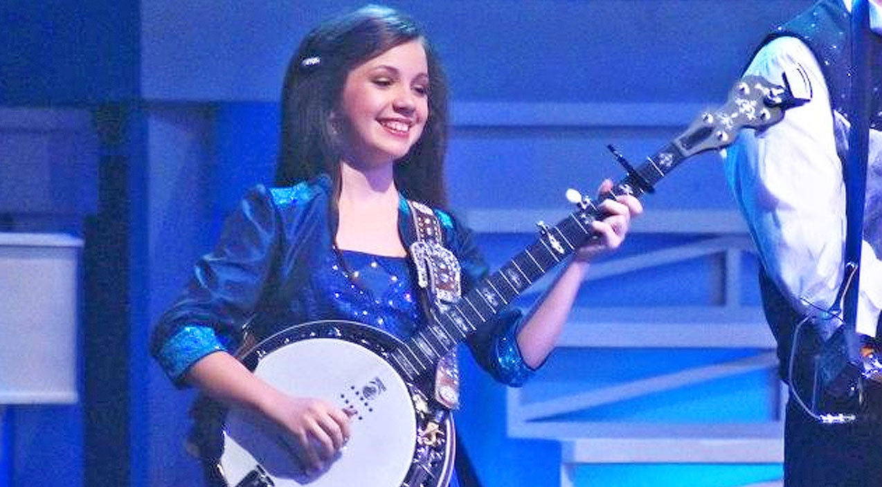 Loretta lynn Songs | Adorable 10-Year-Old Girl Sings Loretta Lynn Classic And Plays EPIC 'Dueling Banjos' | Country Music Videos