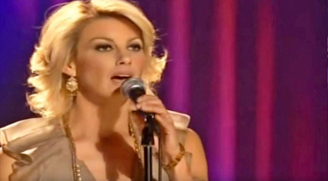 Faith hill Songs | Faith Hill Performs Epic Mash-Up Of All Your Favorite Christmas Hymns | Country Music Videos