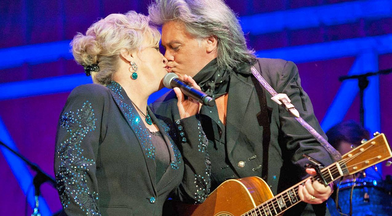 Marty Stuart And His Wife Of 18 Years, Connie Smith, Show Off Their Love With Loretta Lynn Classic | Country Music Videos