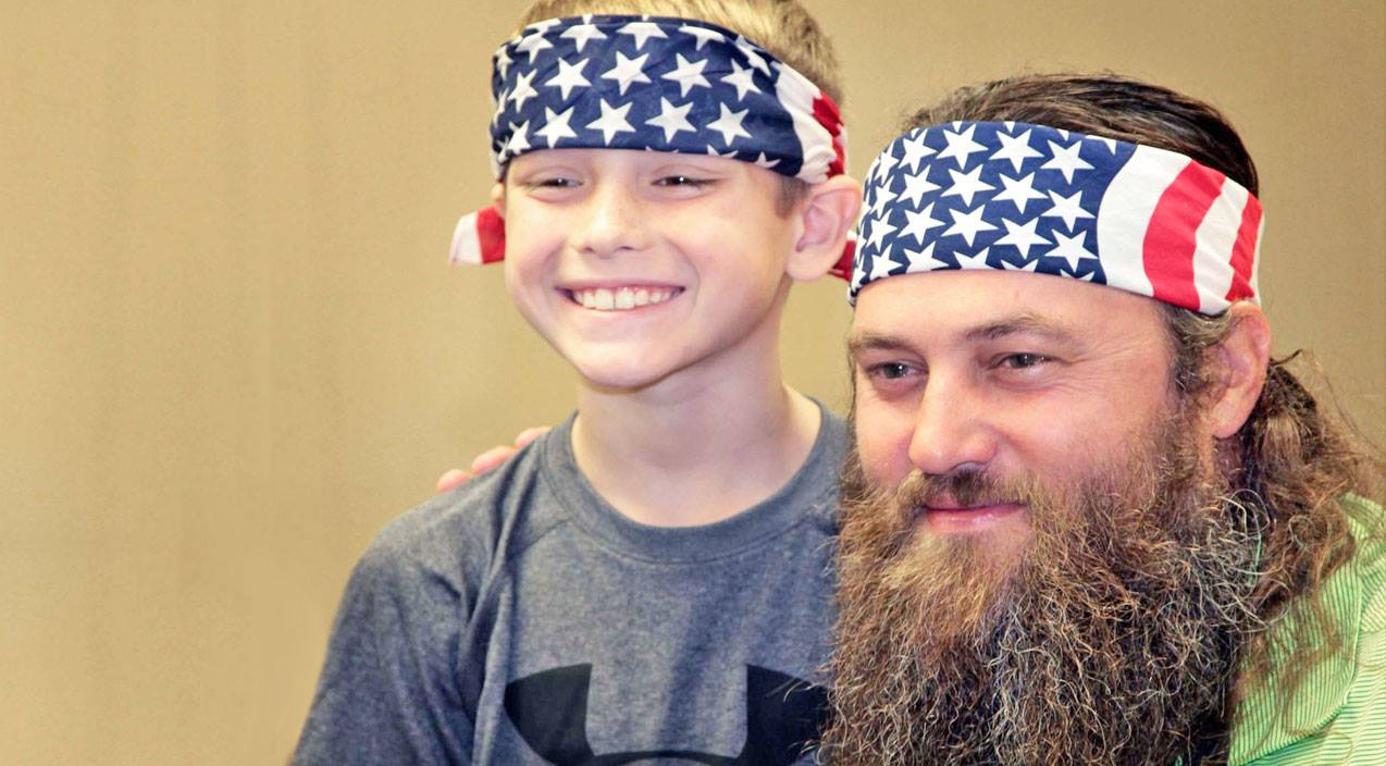 Duck Dynasty Cast Gives Hope To Grieving 9-Year-Old Son Of Fallen Officer | Country Music Videos