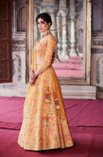 Load image into Gallery viewer, Agni Reshami Lehenga