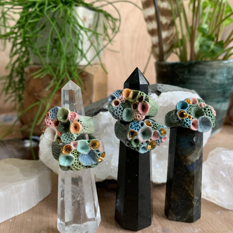 Green toned 'rock coral' porcelain rings with gold detial