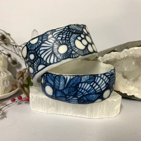 Blue and white 'seafoam' porcelain bangle