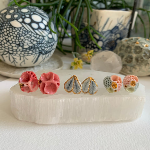 One pair of porcelain studs