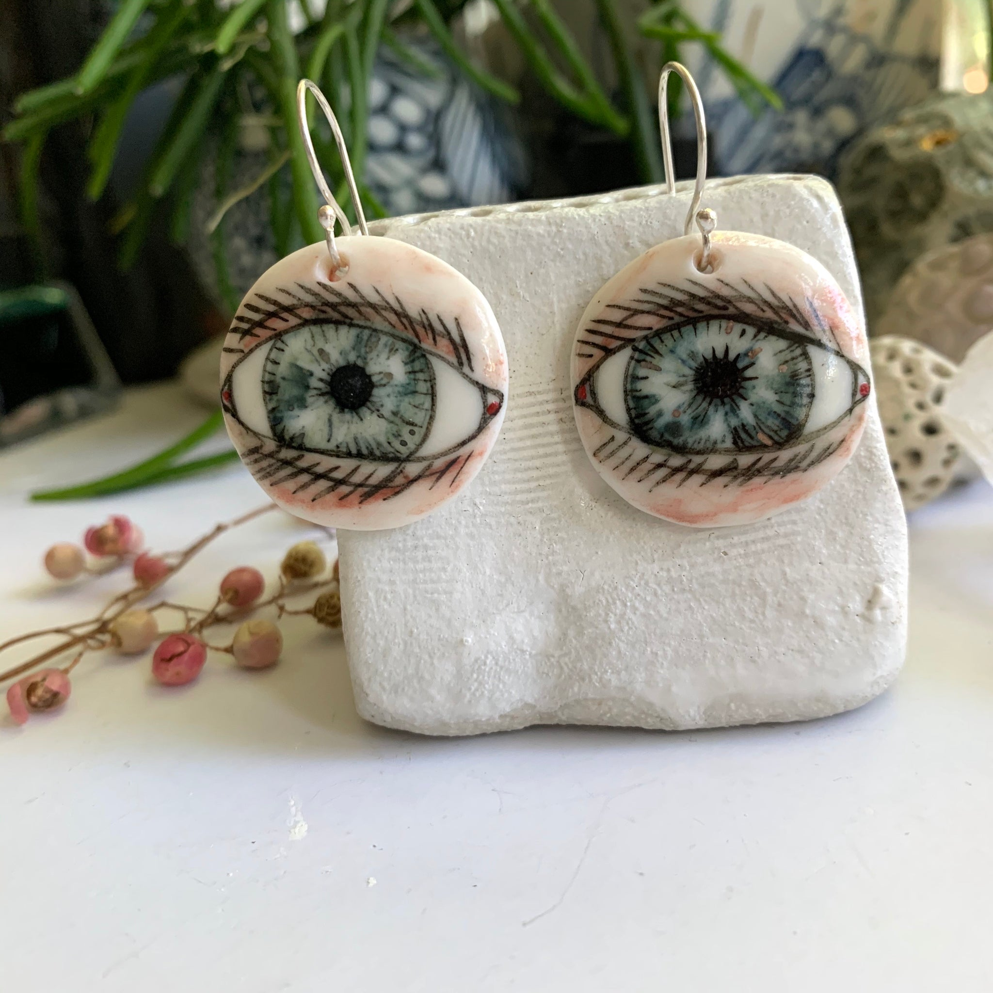 'Eyes' porcelain earrings with gold detail