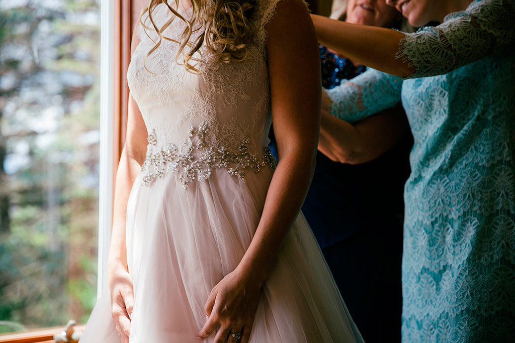 How to honor your mom on your wedding day