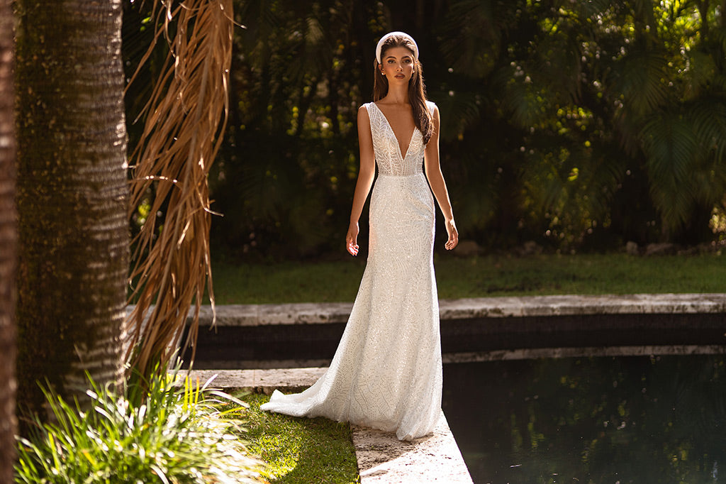 Bride wearing a Trumpet silhouette wedding gown