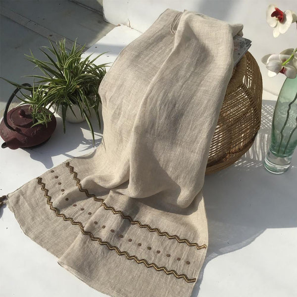 LINEN SCARF WITH EMBROIDERY