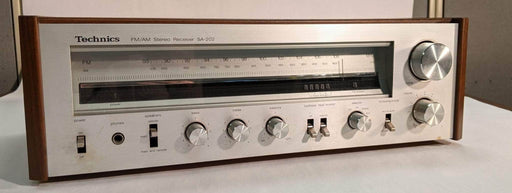 Shop Lendy - Vintage Technics SA-202 receiver - Shop Lendy