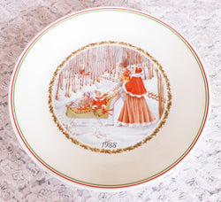 Corelle Christmas Plate 1988 Limited Edition - Old Orchard Antiques And Collectibles