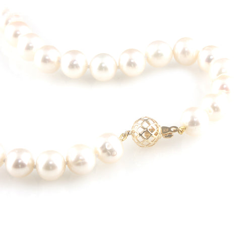 'Pearl Wonder' - Pearl necklace with 18ct gold ball clasp