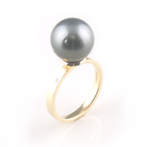 'Pearl Wonder' gold ring with black tahitian pearl