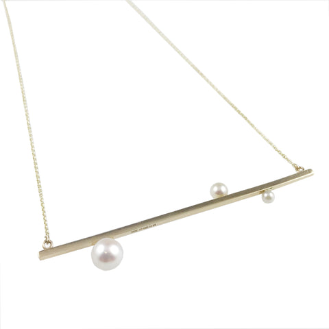 'Gem Amour' - yellow gold bar necklace with Japanese Akoya pearls