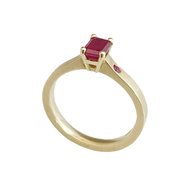 Gem Amour - gold ring with ruby
