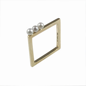 'Gem Amour' - square yellow gold ring with Akoya pearls