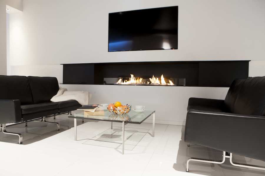 Bio ethanol fireplace under a TV
