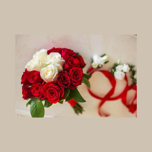 Erotic bouquet with poplar and red roses and special finish. Ideal for wedding or anniversary.