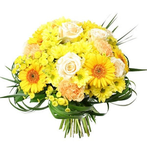 A bouquet in bright yellow and white shades that will illuminate the faces and hearts of your loved ones!