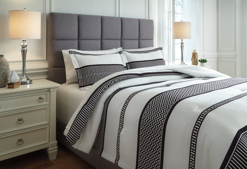 Masako Signature Design by Ashley Comforter Set Queen
