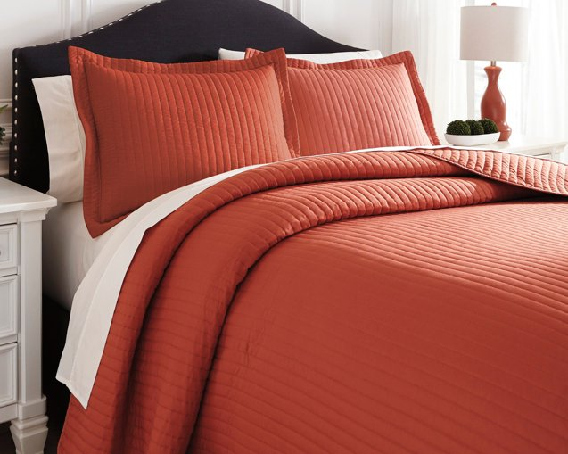 Raleda Signature Design by Ashley Coverlet Set King