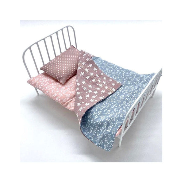 Dolls Bed and Bedding Set : Jasmine Toys and the little dog laughed