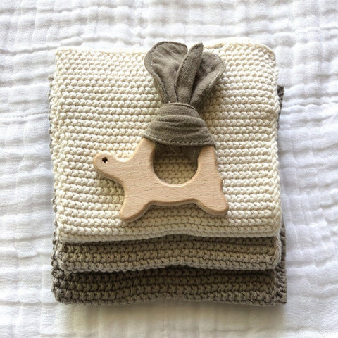 Muslin Teether with Wooden Turtle : Mocha Toys Ecosprout