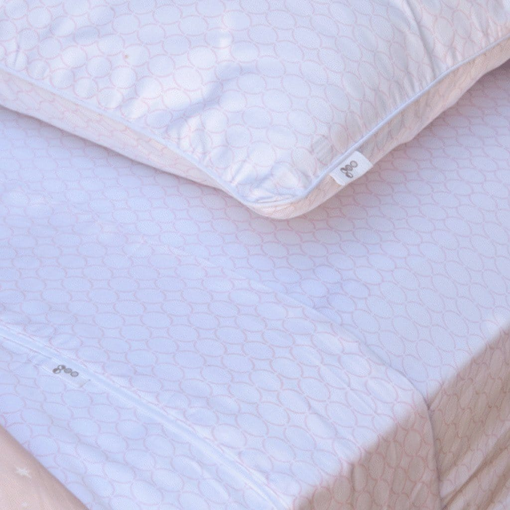 Goo Organic Cotton Cot Fitted Sheets Clear Skies Pattern in Pink and White