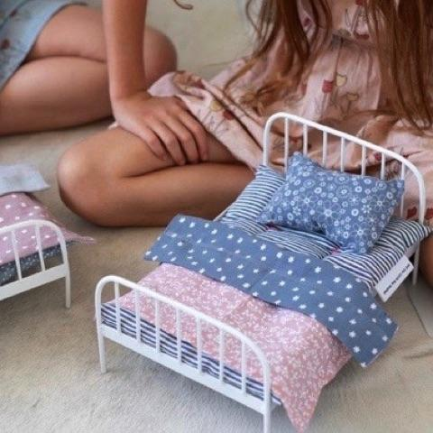 Dolls Bed and Bedding Set : Jemima Toys and the little dog laughed