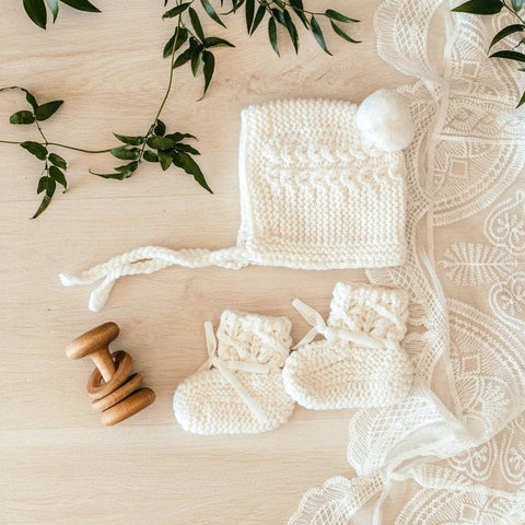 Merino Bonnet and Booties Set : Ivory