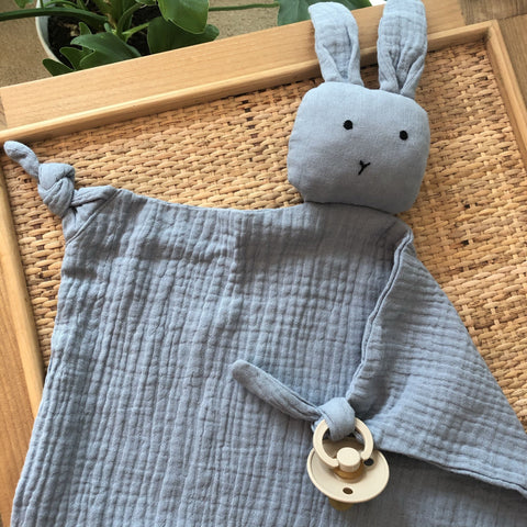 Bailey Muslin Bunny Comforter: Blue Toys Ecosprout