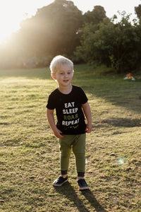 T-Shirt : Eat Sleep Roar Repeat