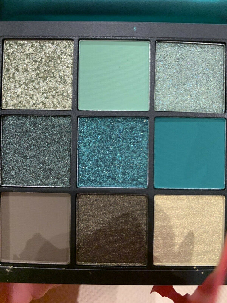 100% Authentic Brand new Huda Beauty Eyeshadow Palette Emerald Obsessions