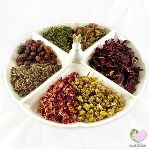 Chin Flower Power mix, flowers and herbs, rosehips, chamomile, rosebuds, hibiscus, red clover, plantain, nettle leaves for rabbits, guinea pigs, chinchillas, hamsters, degus and gerbils.