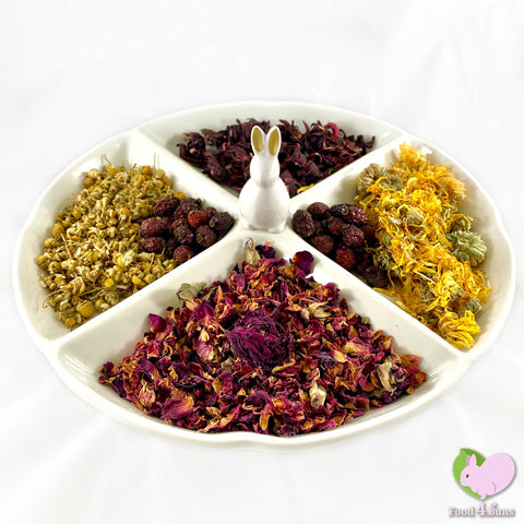 Potpourri with Flowers with Calendulas/Marigold, Rosehips, Chamomile, Hibiscus and Rosebuds for rabbits, guinea pigs, chinchillas, hamsters, degus and gerbils