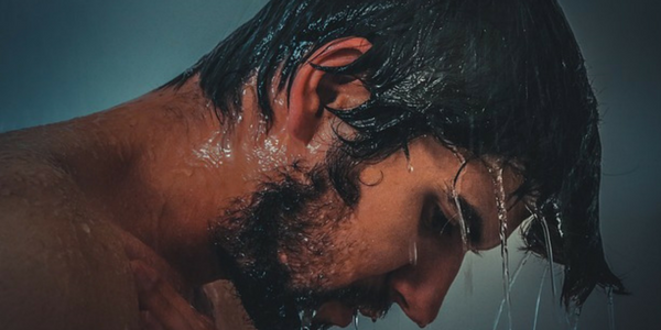 4 Reasons You Have Greasy Hair (And Haircare Tips for Men with Greasy Hair)